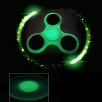 Luminous Hand Spinner Cinzento Na Mão Escuridão Tri Fidget EDC Mão Spinners Fidget Spinner Descompressão Tri-Spinner Fidget Toy KKA1428