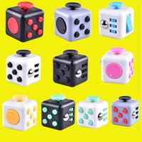 Jouets Fidget Cube CAMO est le premier animal américain à la décompression anxique en gros avec la boîte de vente oth331