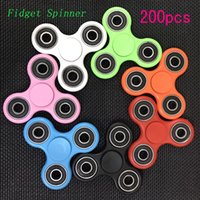 200pcs Fidget Spinner Toy EDC Triangulaire à main Spinner Finger Stress Reliever Tri-Spinner Whiny Toys pour enfants adultes Finger Spinning Top