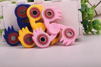 Jouets de jouets pour bébés Jouets en plastique triangulaires créatifs Spinner Beyblade Metal Fusion Unisex Mini Cube Desk Spinner