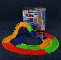 Магия Треки Bend Flex Racetrack для детей Amazing Race Track Дети вагоностроительного LED Light Up автомобилей растет в темноте 30pcs OOA971