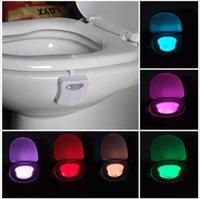 8 цветов LED Туалет свет ночи Движение Активированный светочувствительных зари до зари батарейках лампы внутреннего освещения