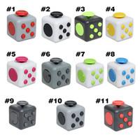 2017 Los juguetes de la novedad Fidget Cubo CAMO colorean los primeros juguetes de la ansiedad de la descompresión del mundo al por mayor con los colores al por menor de la caja 14
