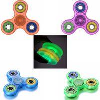 4 cores luminosa mão Spinner brinquedo EDC Fidget Spinner brinquedo Fnger mão Tri Spinner descompressão Anxiety brilho dedo brinquedo CCA5884 500pcs