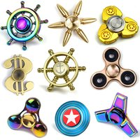 Rainbow Triangle Hand Spinner Finger Rainbow Colorful Anomalie de décomposition ADHD EDC Gyro en alliage d'aluminium Jouets Metal Crab Fidget