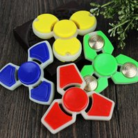 Mão de plástico Spinner ABS Fidget Spinner Handspinner Dedo Gyro Descompressão Brinquedos 4 cores Toy Adulto OOA1373