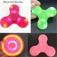En stock Fidget Spinner avec Built in LED Bluetooth Speaker Spinner à main Tri Finger Spinning Top Decompression Jouets à doigts