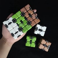 Infinity Cube Fidget Magic Cube Finger Gyro Fingertips Spiral Décompression Blocks Cube Toys 4 Couleurs OOA1841