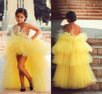 Amarelo Little Girls Vestido Dressing 2017 High Low Tiered Tulle Flower Girl Vestidos de Baile Sheer Declínio Appliques Cupcake Kids Prom Dress Party