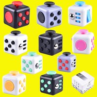 Vente chaude Magic Fidget Cube Anti-anxiété Décompression Jouets Adultes Soulagement de stress Kids Toy Gift box de vente OTH331