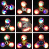LED de dibujos animados de mano Spinners Pikachu Capitán América Pokeball Fidget Spinners Dibujos Animados Gyro Descompresión Juguetes 8 Estilos OOA1526