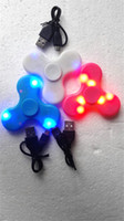 LED Light Hand Spinners Fidget Spinner Triangle haut de gamme Finger Spinning Top Coloré Décompression Fingers Tip Tops Jouets