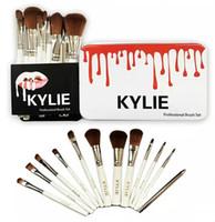 Brosses de maquillage Kylie 12 pcs Ensembles de brosse professionnelle Marques Make Up Foundation Powder Outils de beauté Kits de brosses cosmétiques avec boîte de fer à découper