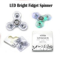 Lumière vers le haut Spinners à la main LED Transparent Fidget Spinner Triangle Spinner à doigts Transparent Crystal Spinner Colorful Decompression Toys