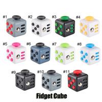Nouveauté Fidget Cube Stress Relief Focus Décompression Anxiété Jouets pour adultes et enfants Cadeau de Noël de haute qualité