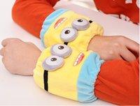 Wholesale 2014 Winter Hot new Despicable Me Minion cute small yellow cartoon man child plush warm slip sleeve Gaiters arm sleeve