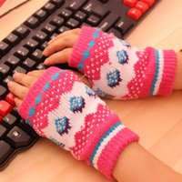 Wholesale 100pairs The new winter ladies fashion warm gloves wool cartoon strawberry gloves
