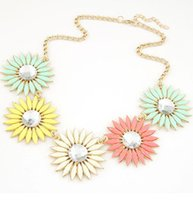 metal sunflower - New European exaggerated fashion personality metal resin jewel sunflowers daisy necklace temperament short paragraph A181