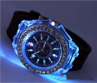 Precio de Gifts-El mejor regalo! Moda Ginebra relojes con LED Relojes de pulsera de goma ligera unisex de pulsera de cuarzo de silicona chicos calientes de la venta de los relojes deportivos Relojes