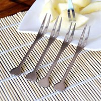 Wholesale SMILE MARKET Housewhold Kitchen Tools for Party Srainless Steel Fruits Fork