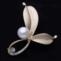 costume brooch jewelry - Simple Designer Bridal Brooches Pearl Rhinestone Crystal Brass Plate Flower Pin Brooch Wedding Costume Jewelry Broach Cheapest
