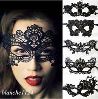 achat en gros de venetian mask-Masques de mascarade de Halloween sexy masques de dentelle noire / blanche masque de masque vénitien moitié pour Noël cosplay party night club / ball masques