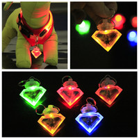 Wholesale Dog LED Flash Safety Night Light Clip Pendant Keychain triangle Tag Anti lost Flashing Dogs Blinker Collars Equipment Dog Tag Pet Supplies