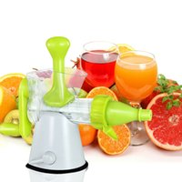 Wholesale Manual Hand Crank Juicer Hand Squeezer Juice Extractor with Suction Base Safe Food Grade Plastic Healthy Juice Maker order lt no track