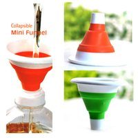 Wholesale Novelty home Practical and safe Kitchen Tool Silicone Collapsible Style Mini Folding Portable Funnel Color Send Randomly