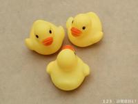 all'ingrosso giocattoli di gomma per i bambini-giocattoli giocattolo dell'acqua del bagno del bambino Suoni anatre gialle di gomma bambini Fare il bagno dei bambini di nuoto Beach Regali 4000pcs
