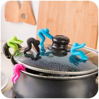 Wholesale Creative Small People Shaped Lid Insert Candy Color Rubber Inserts Useful Mobile Phone Stands Convenient Cookware pieces