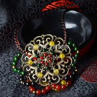 Nouvelle main en agate jaune thaïlande bijoux collier ethnique, le vent du vent chinois creux de fleurs en métal collier tibétain