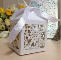 Wholesale Merry Christmas Laser Cut Snowflake Favor box Wedding candy Box in Pearlescent paper party show candy box white ribbon