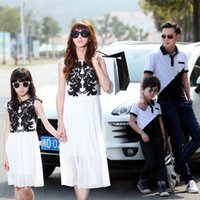 Wholesale Summer Matching Mother Daughter Clothes Black White Classic Family Look Tops Father Son Suits