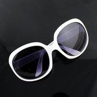 Wholesale Hot Sale New Fashion Vintage Men Women Loved Unisex Sunglasses Factory Price