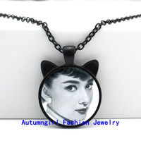 actress glasses - 2016 New Audrey Hepburn Pendant Actress Jewelry Fans Gifts Glass Dome Necklace Vintage CN