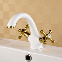 achat en gros de muraux robinets de cuisine en cuivre-NOUVEAU Peinture blanche cuite Le laiton massif Cuivre chaud froid mur robinet de cuisine de cuisine blanc robinets doubles poignées croix robinet d'eau A-T045