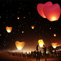 Cheap 8 Colors Red Heart Sky Lanterns Chinese Paper Sky Candle Fire Balloons for Wedding Anniversary Party Valentine Decor Lantern