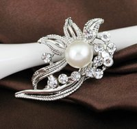 Wholesale New Design Fashion Fine Brooches For Women Lady Exquiste Alloy With Rhinestone Pearl Pins Flower Pattern Best Jewelry Gift