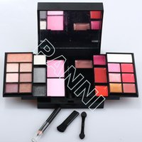 Wholesale Wonderful Multiple Color Eyeshadow Sets Discount Makeup Sets Matte Black Case Professional Cosmetic Kits
