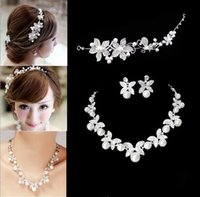Wholesale New Fashion Flower Crystal Pearl Bride Set Necklace Earrings Tiara Bridal Wedding Jewelry Set Accessories For Women
