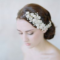 Wholesale Handmade Bride wedding Hair Accessory White Fashion Bead Comb Accessories Womens Romantic Head Comb Flowers