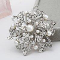 Wholesale costume brooch Korean popular alloy rhinestone pearl brooch selling clothing