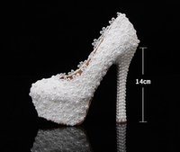 Wholesale Luxury White Lace Pearls Waterproof Luxury Custom Made Wedding Shoes for Brides Prom Evening Party Gown Formal Occasion Shoes