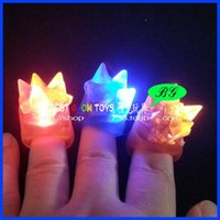Wholesale Imperial crown soft rubber Led finger ring light up toys LED Glowing finger rings novelty items Halloween bar event party supplies