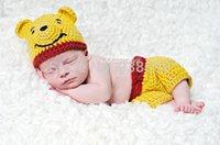 achat en gros de jaune nounours-Gros-Livraison Gratuite joli crochet chapeau de bébé de bande dessinée jaune ours en peluche avec un pantalon assorti bébé nouveau-né met la photographie props 100% coton