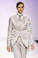 achat en gros de plaid femmes veste de costume-La mode des femmes blanches Tuxedos a culminé les costumes de revers pour les femmes un bouton des femmes combinent le mélange de laine trois morceau Costume (Veste + Pantalon + vest + cravate) j823