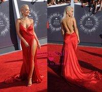 2014 Rita Ora Profond Col en V Dos nu Robes de Bal 2015 Sexy Rouge Split Haut de pinceau Train Formelle Élastiques en Satiné Robes de Célébrité Personnalisé BO6735