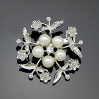 american clothing supply - The new pearl brooch Free postage factory supply fashion accessories clothing holding flowers custom jewelry