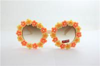 al por mayor gafas de sol enmarcadas amarillo-Caiga las gafas de sol plásticas ULTRAVIOLETA UV 400 de la flor de la arcilla de la flor del amarillo y de la naranja del envío del NUEVO verano del marco blanco redondo del verano